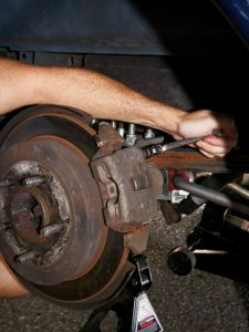 http://www.2carpros.com/forum/automotive_pictures/122569_0711tr_03_zssbc_brake_installationwench_removal_4.jpg