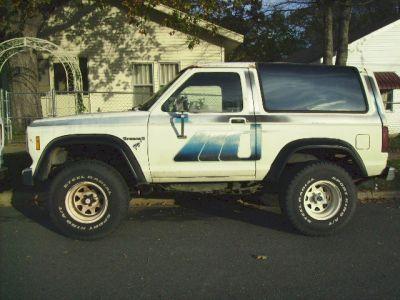 http://www.2carpros.com/forum/automotive_pictures/143181_1985_Bronco_II_2.jpg