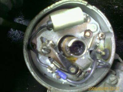 http://www.2carpros.com/forum/automotive_pictures/179347_distrib_topview_1.jpg