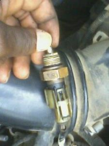http://www.2carpros.com/forum/automotive_pictures/231560_is_this_the_right_coolant_temperaturesensor_with_plug_1.jpg