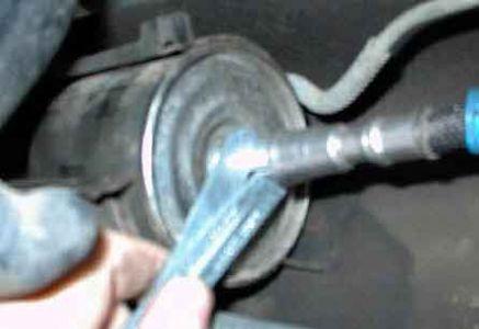 https://www.2carpros.com/forum/automotive_pictures/249564_fuelpic3_1.jpg