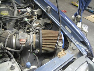 http://www.2carpros.com/forum/automotive_pictures/276885_2000_Nissan_Xterra_Air_Filter_1.jpg