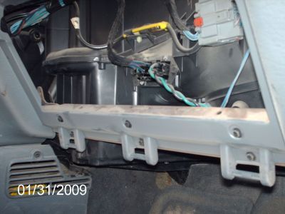 http://www.2carpros.com/forum/automotive_pictures/310608_removed_glove_box_side_view_1.jpg