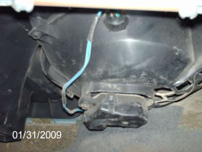 http://www.2carpros.com/forum/automotive_pictures/310608_removed_glove_box_underneath_1.jpg