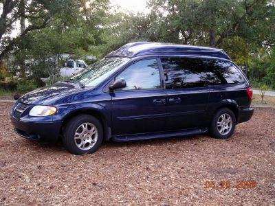 https://www.2carpros.com/forum/automotive_pictures/362011_2004_Dodge_Grand_Caravan_jpeg_1.jpg