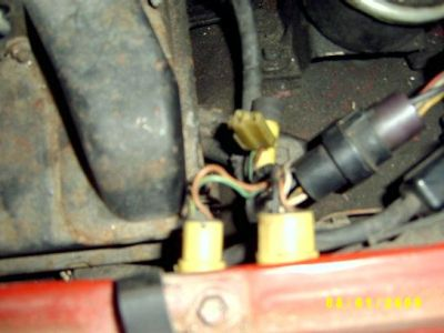 http://www.2carpros.com/forum/automotive_pictures/385694_1985_Toyota_4Runner_underhood_showing_2_conductor_connector_1.jpg