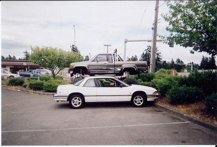 https://www.2carpros.com/forum/automotive_pictures/397814_88_Regal_next_to_High_Pick_up_08_3.jpg