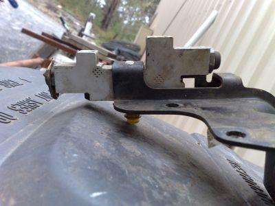 http://www.2carpros.com/forum/automotive_pictures/436137_Proportioning_valve_FF21KH1509_a_1.jpg