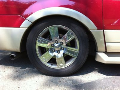 http://www.2carpros.com/forum/automotive_pictures/551187_Ford_Expedition_Rear_Wheel_2.jpg