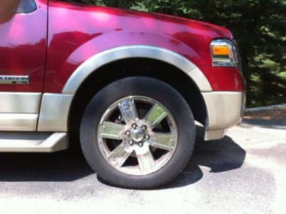 http://www.2carpros.com/forum/automotive_pictures/551187_Ford_expedition_Front_Wheel_1.jpg