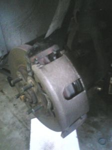 http://www.2carpros.com/forum/automotive_pictures/563324_caliper_1.jpg