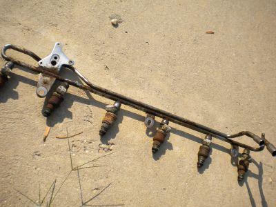https://www.2carpros.com/forum/automotive_pictures/584119_fuel_rail_001_1.jpg