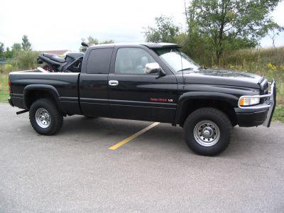 http://www.2carpros.com/forum/automotive_pictures/62405_leathers_012_1.jpg