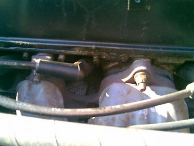 http://www.2carpros.com/forum/automotive_pictures/64040_valve_cover_2.jpg