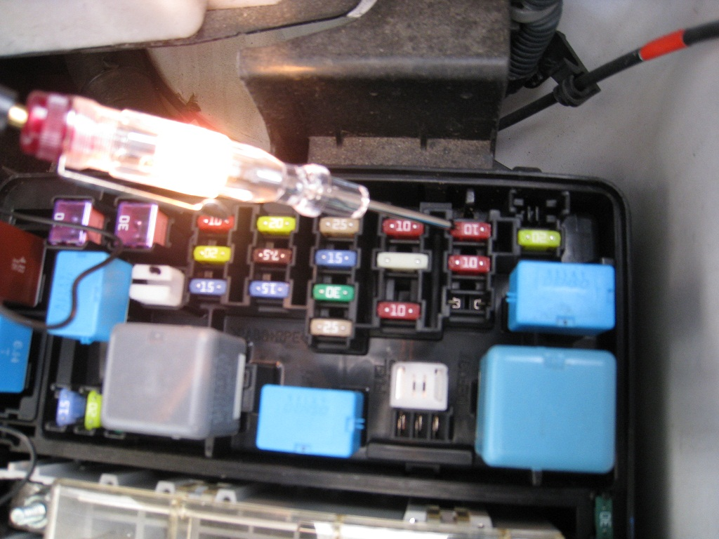 original dome light dead after replace hid bulb 2006 toyota sienna exterior fuse box diagram at eliteediting.co